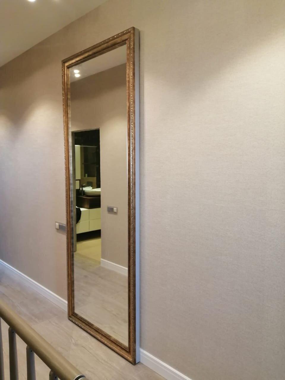 Многие даже не понимают, что это раздвижная дверь. Очень интересное решение для современных интерьеров.