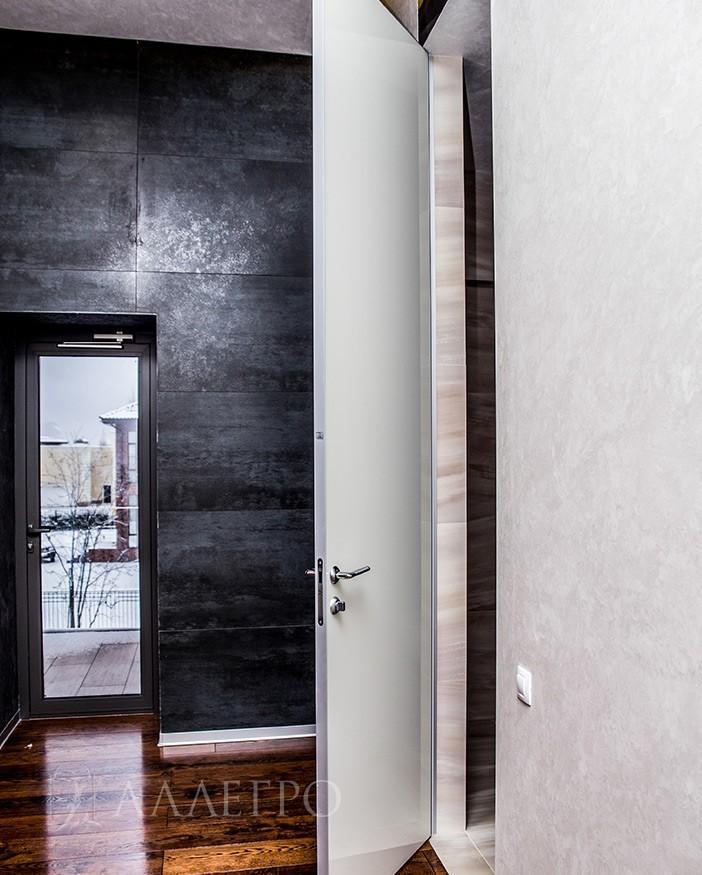 Скрытые двери с белым стеклянным глянцем и алюминиевой коробкой