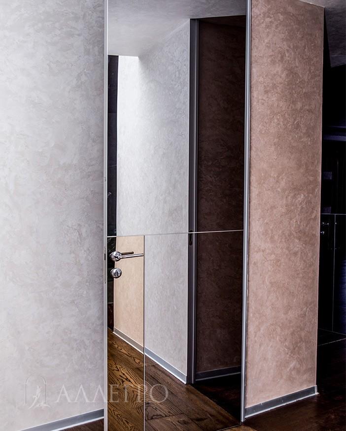 Высокие двери с графитовым стеклянным полотном