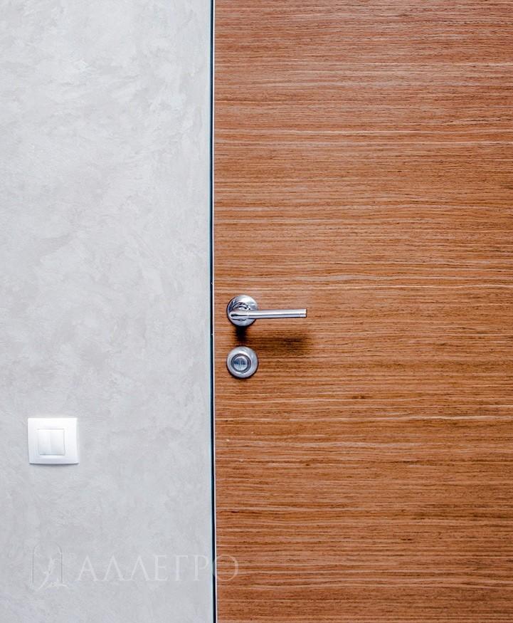 Стильная фурнитура шпонированной двери