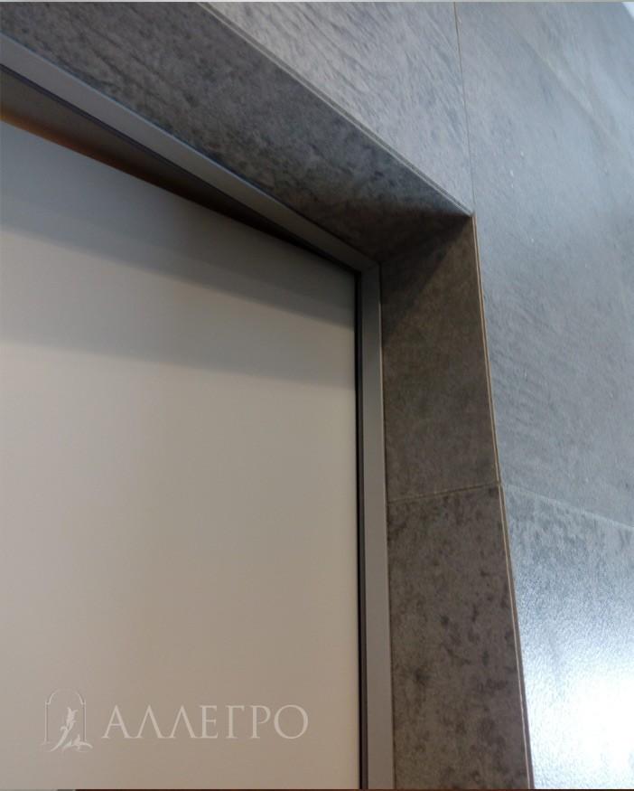 Вид изнутри.Алюминиевая скрытая коробка с подведенной плиткой в санузле