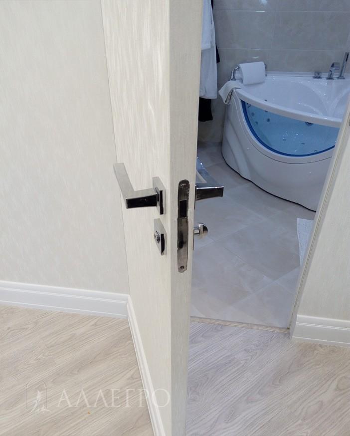 9. В комплекте с дверью идет замок с магнитным язычком. Его отличительная особенность – бесшумность и бесконтактность.