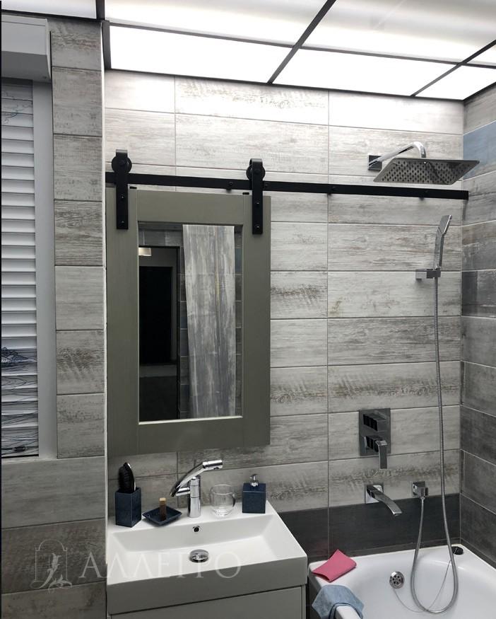 Такая модель может изготавливаться в мини размерах, которую используют в качестве зеркал в ванных комнатах
