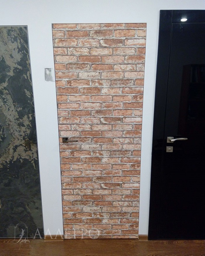 ИТОГ3 Скрытая дверь на выставке, оклеенная обоями