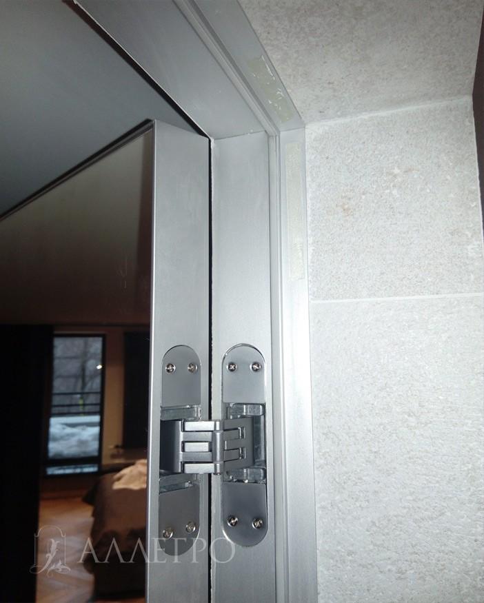 6. Общий вид сзади - скрытая петля, алюминиевый профиль на полотне и коробке, подведенная плитка к внутренней части скрытой коробки.