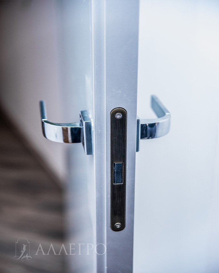 6. Алюминиевый профиль с притвором для открывания внутрь
