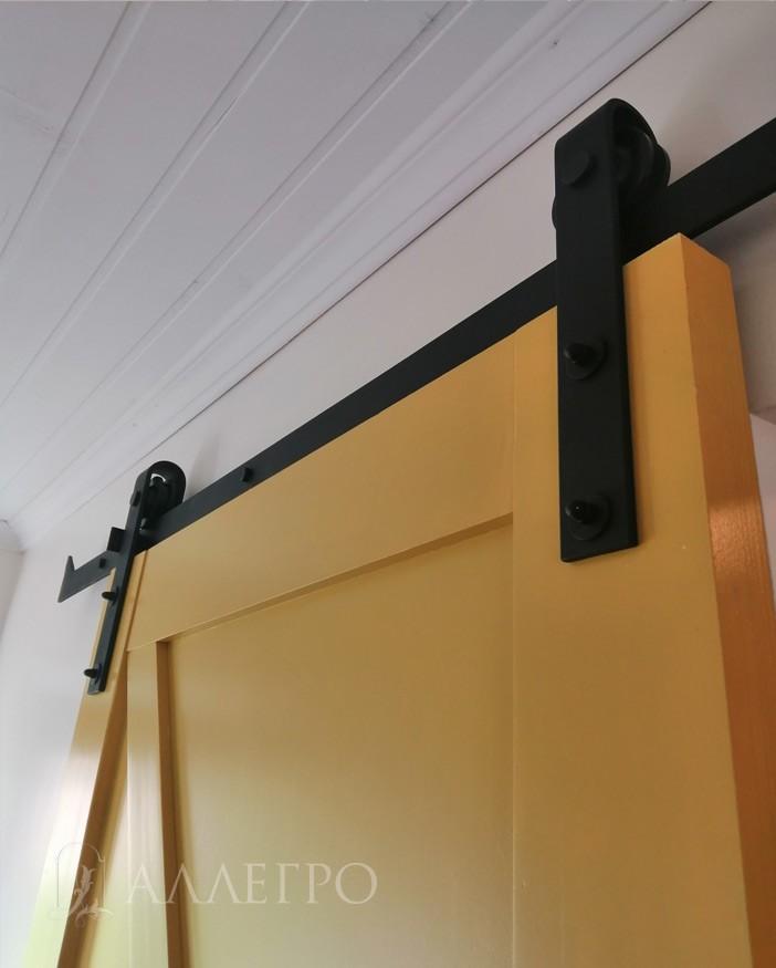 Амбарный раздвижной механизм. Толщина металла 6 мм. Длина стандартной направляющей 2000 мм. Направляющая может выполнятся под заказ до 3000 мм