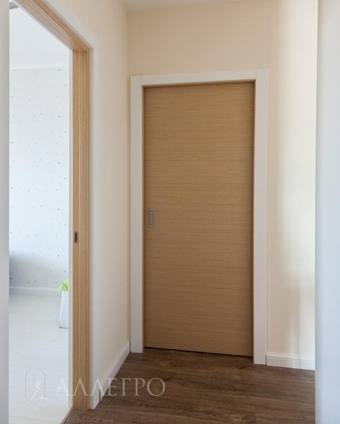 Комбинация. Раздвижная дверь пенал закрыта. Распашная дверь открыта