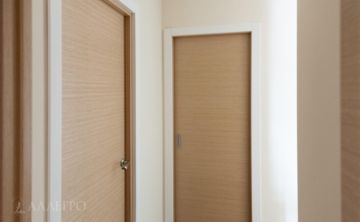 Межкомнатные двери купе и распашная. Обе из шпона