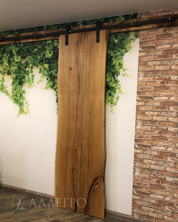 Слэб из дерева от пола до потолка