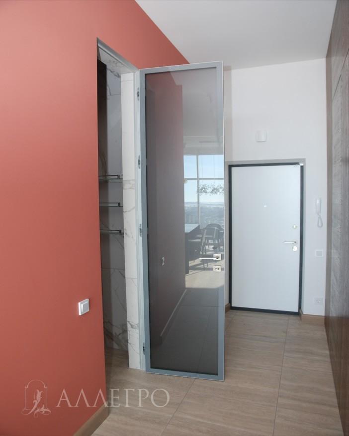 Стеклянные межкомнатные двери со специальной матировкой. Пропускают свет. Внутри заполнения нет