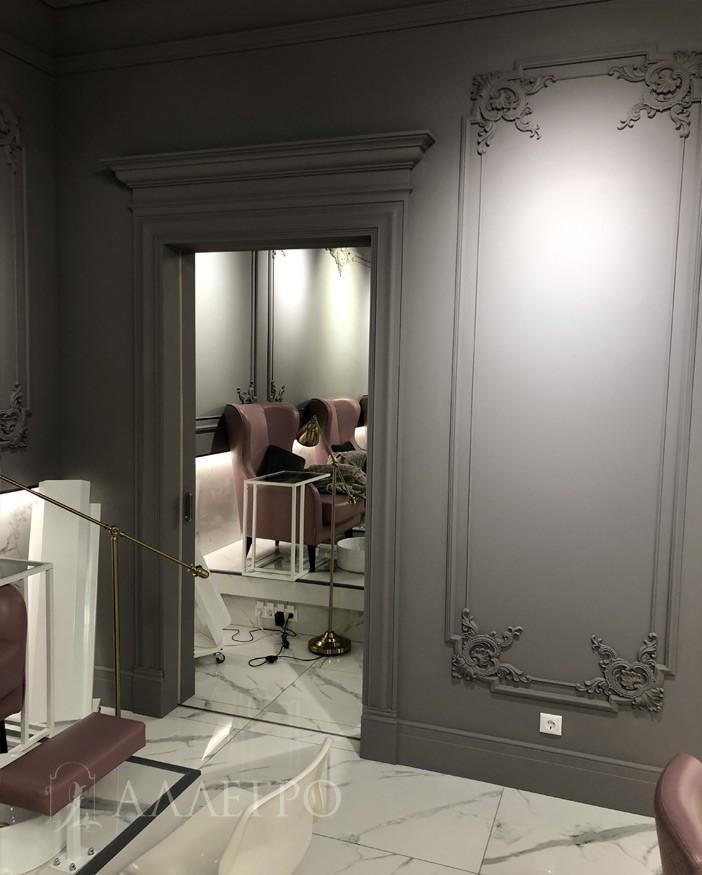 Встраиваемые межкомнатные раздвижные зеркальные двери.Дверь слева