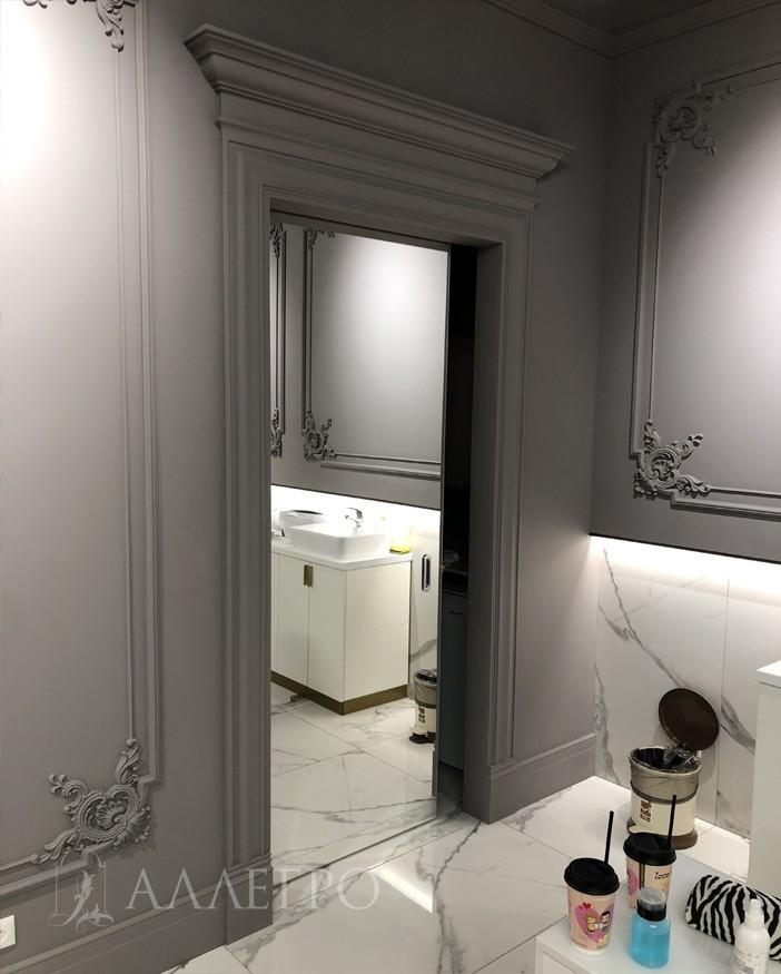 Раздвижные зеркальные межкомнатные двери, уезжающие в стену
