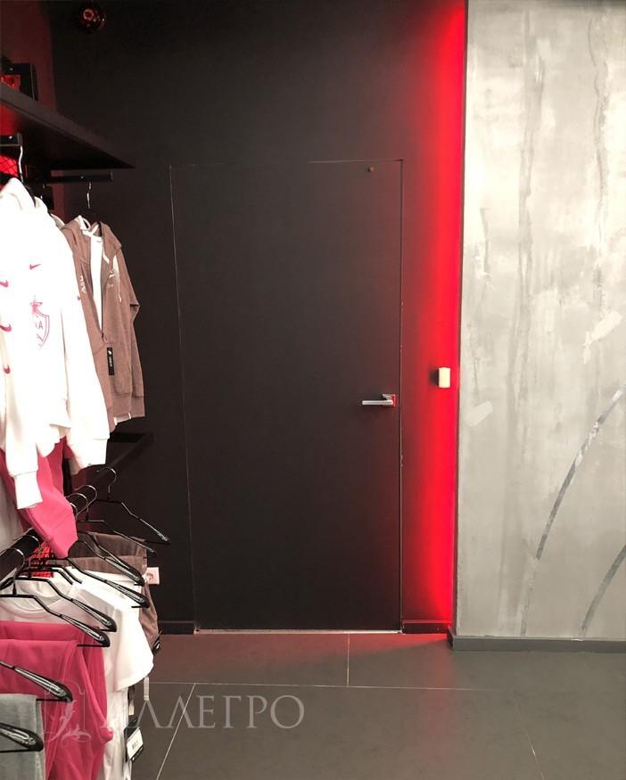 Межкомнатные двери под покраску черного цвета. Справа красная подсветка