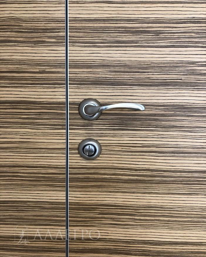 Дверная фурнитура - ручка и обратная часть поворотного фиксатора для закрывания изнутри