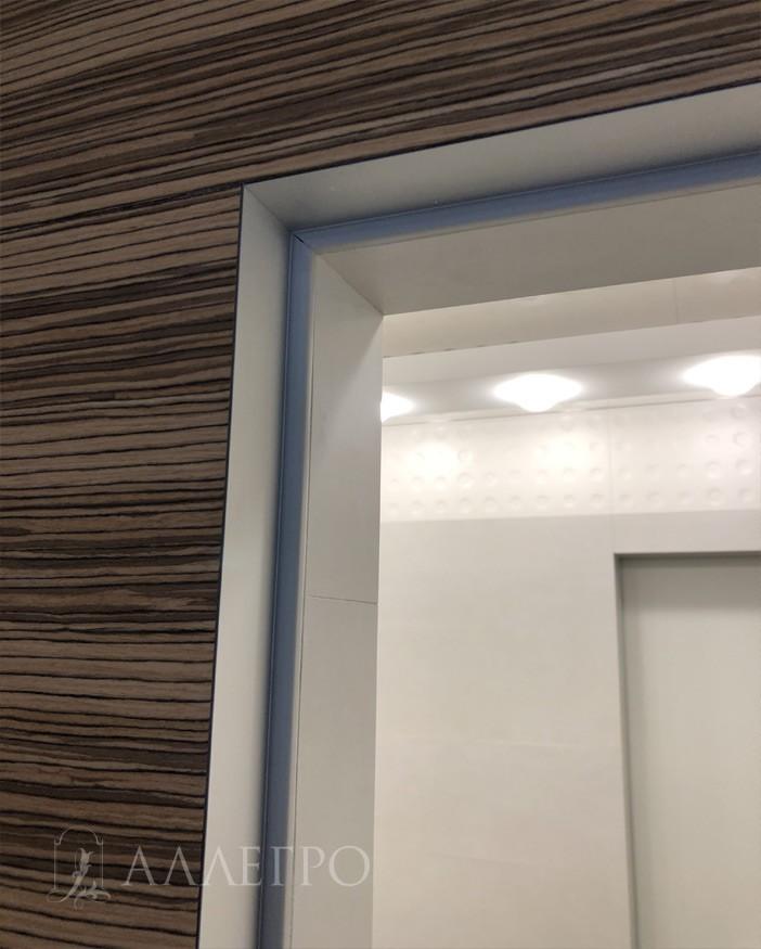 Идеальное примыкание шпонированной стеновой панели к профилю скрытой коробки