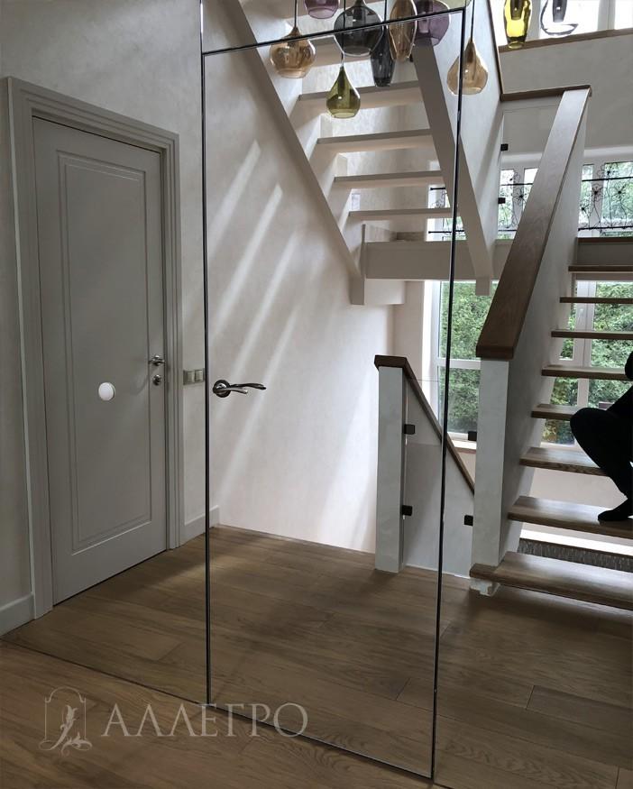 Скрытая зеркальная дверь