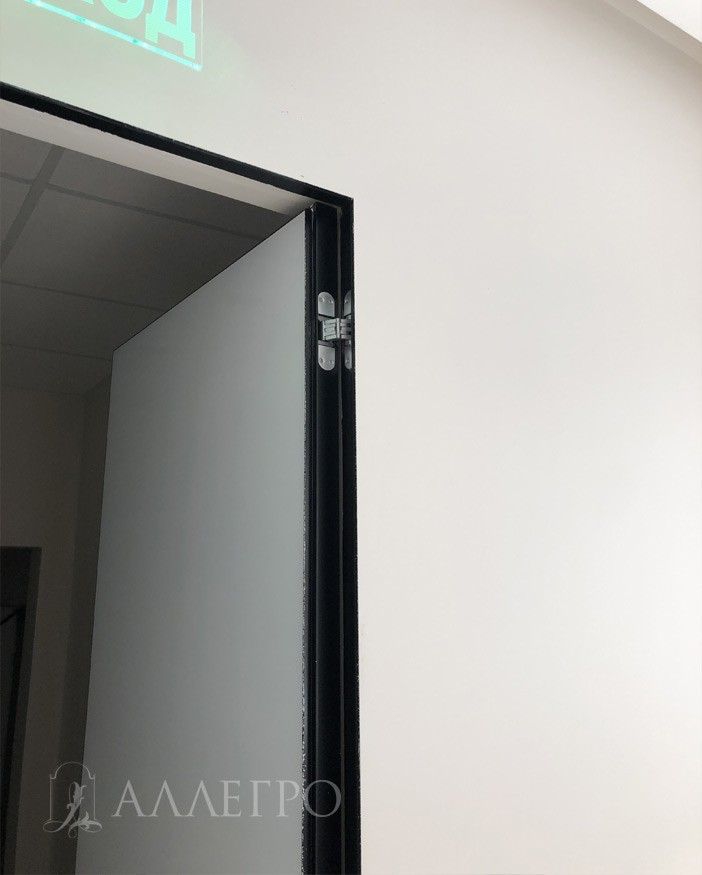 Контраст - белое стекло и черный алюминиевый профиль