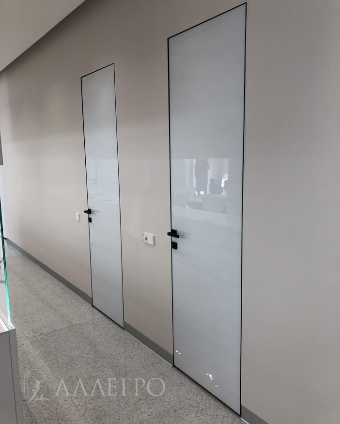Белые глянцевые двери. Стекло осветленное OPTIWHITE