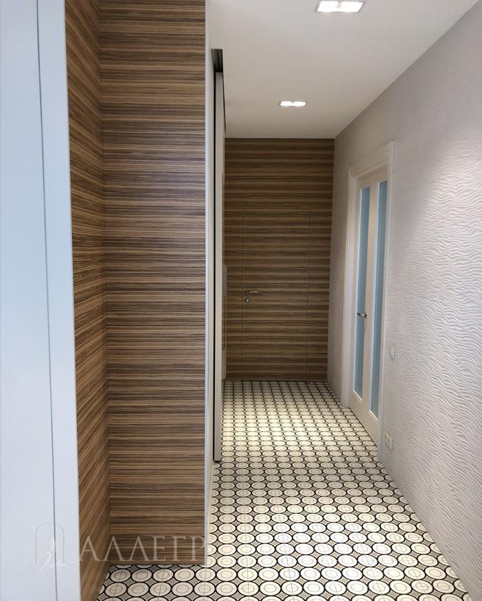 Вот так будут примерно выглядеть и ваши двери вместе со стеновыми панелями как на этом фото при заказе в нашей компании