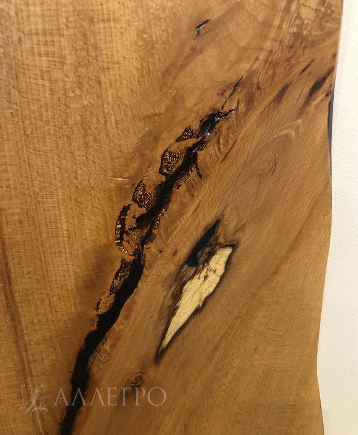 Все трещины в слебе заливаются натуральной колерованной смолой. Данная техника позволяет придать каждому изделию свою неповторимую индивидуальность