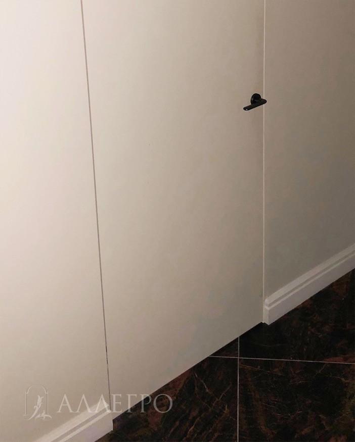 Примыкание напольных плинтусов к двери