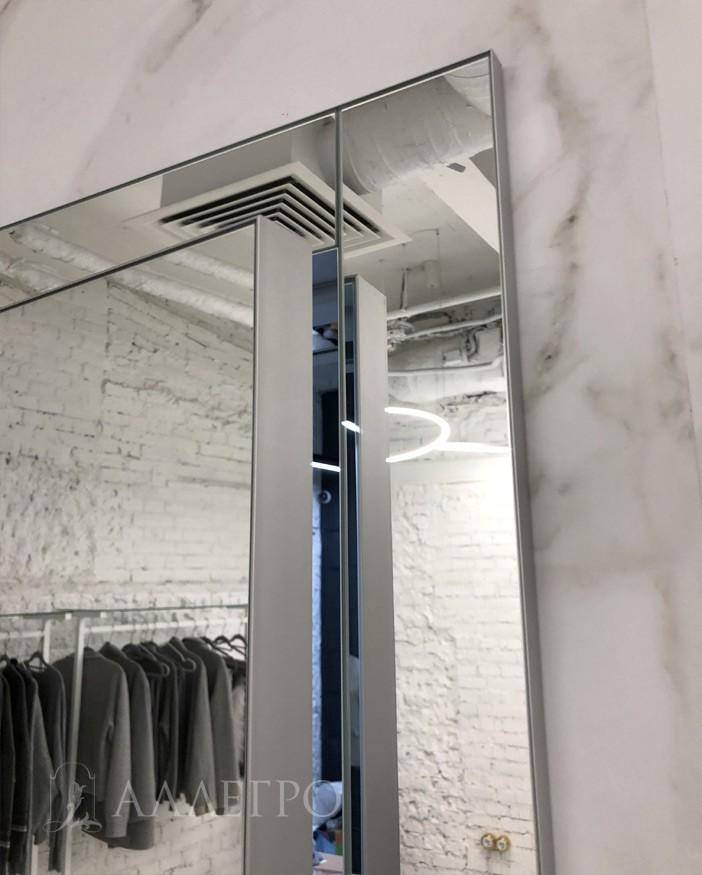 Кантик, толщиной 2 мм, выглядит эстетически красиво и несет защитную функцию от повреждения зеркала