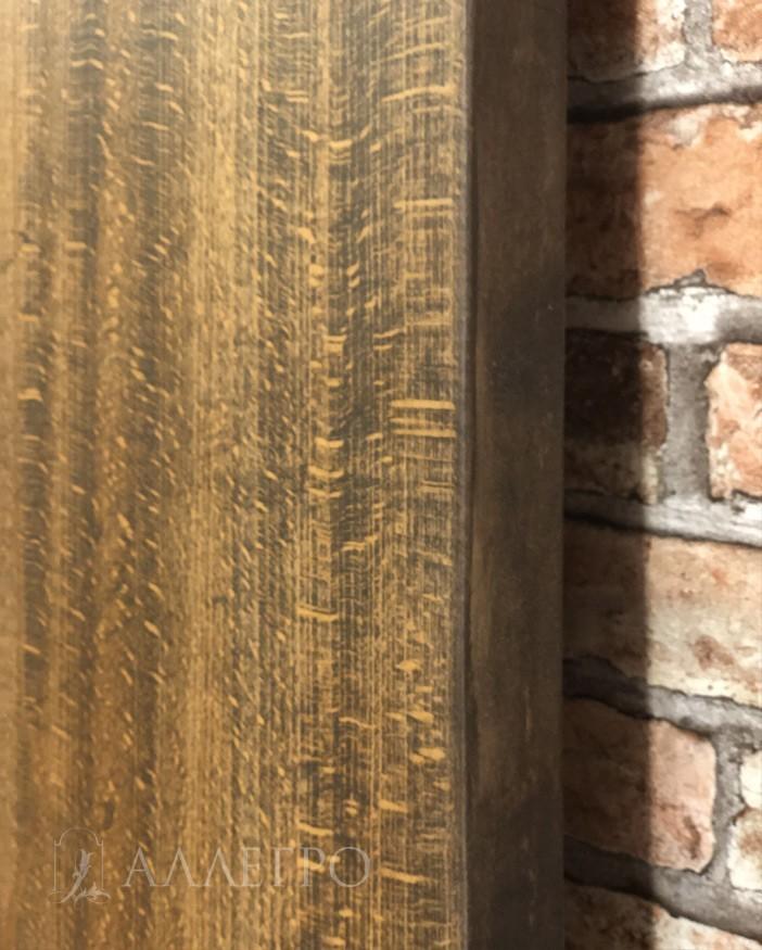 А вот здесь виден рисунок бука. Это отличительная особенность бука от других пород - вкрапления в виде горизонтальных небольших полосок и точек различного диаметра. По ним сразу можно определить, что это бук