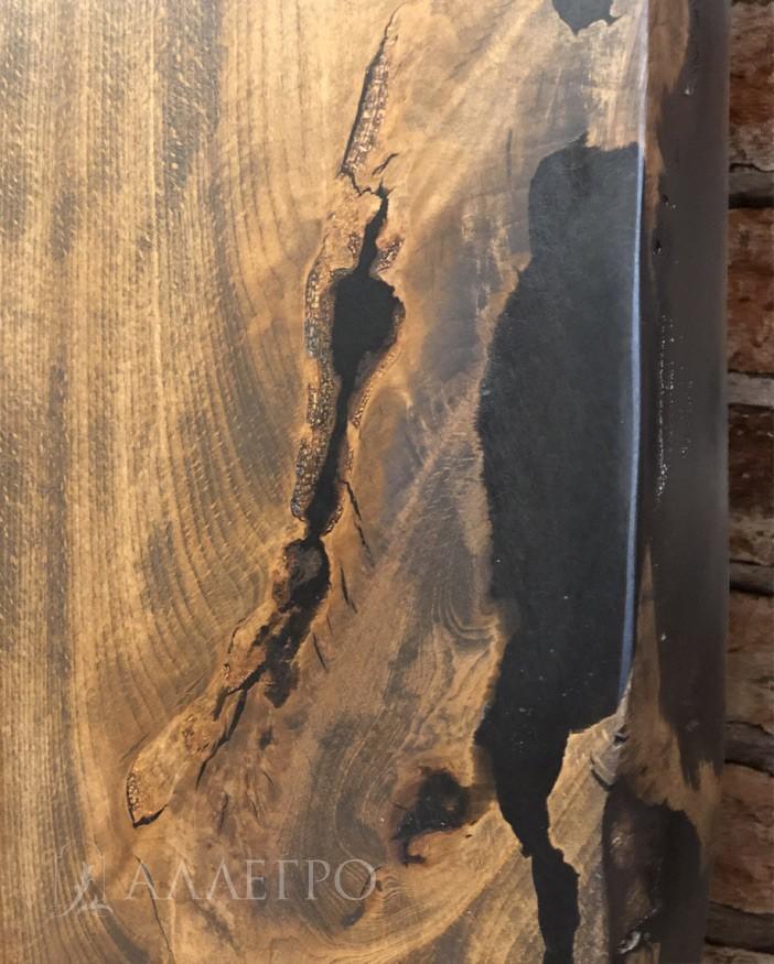 Трещины заливаются не только в середине, но и по бокам. Для этого приходится делать специальную опалубку