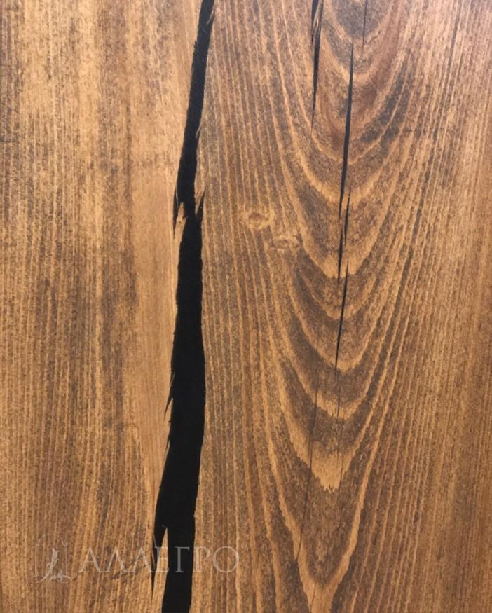 А вот здесь фото трещины вместе с интересным рисунком древесины. Вот из-за таких рисунков слэбы и ценят.