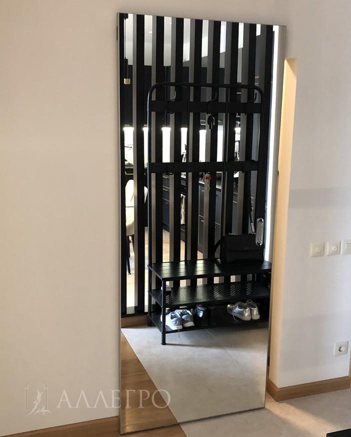 Еще обращаем внимание, что дверь - зеркальная с ДВУХ сторон. Это базовая комплектация. Если нужно зеркало с одной стороны, то это считается как не стандарт и дороже на 30%.
