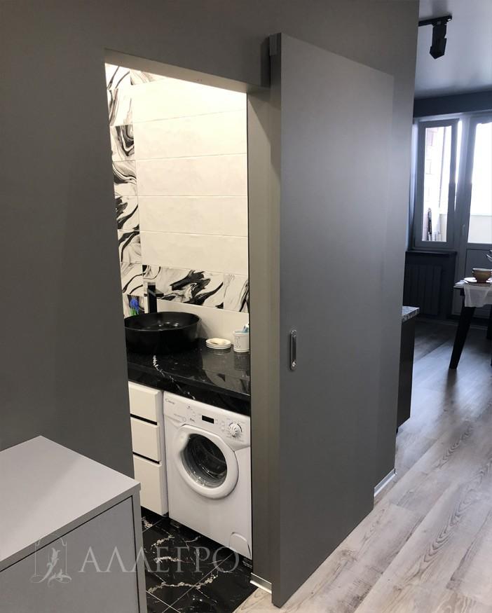Эти две главные особенности позволяют максимально органично вписаться в интерьер квартиры, дизайн которой выполнен в самом модном в наши дни минималистском стиле.
