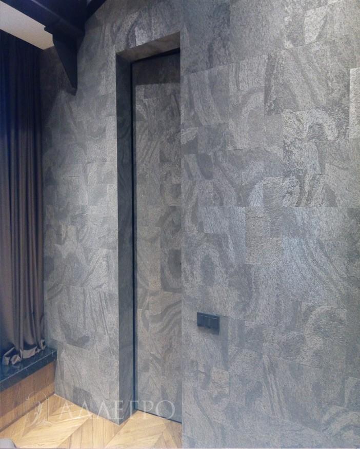 Вот так выглядит дверь внутри комнаты. Дверь утоплена в проеме