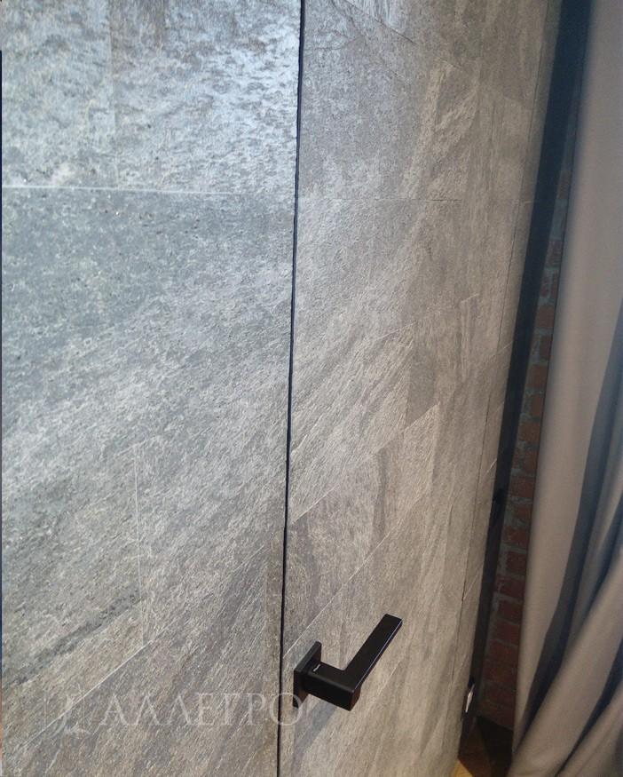 Панели на стенах и полотне в одном уровне