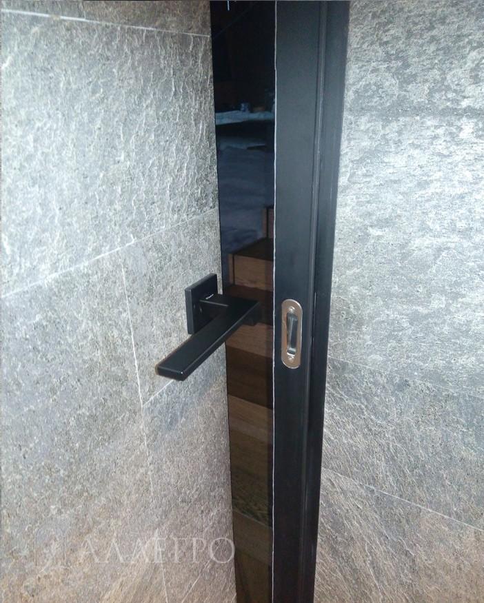 Вид изнутри. К скрытой коробке изнутри подведится либо камень, как на картинке, либо лист ГКЛ либо плитка