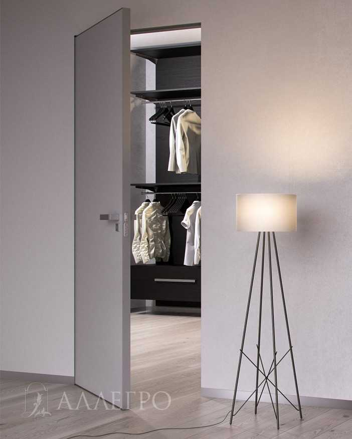 Скрытые двери в гардеробную с отделкой под обои