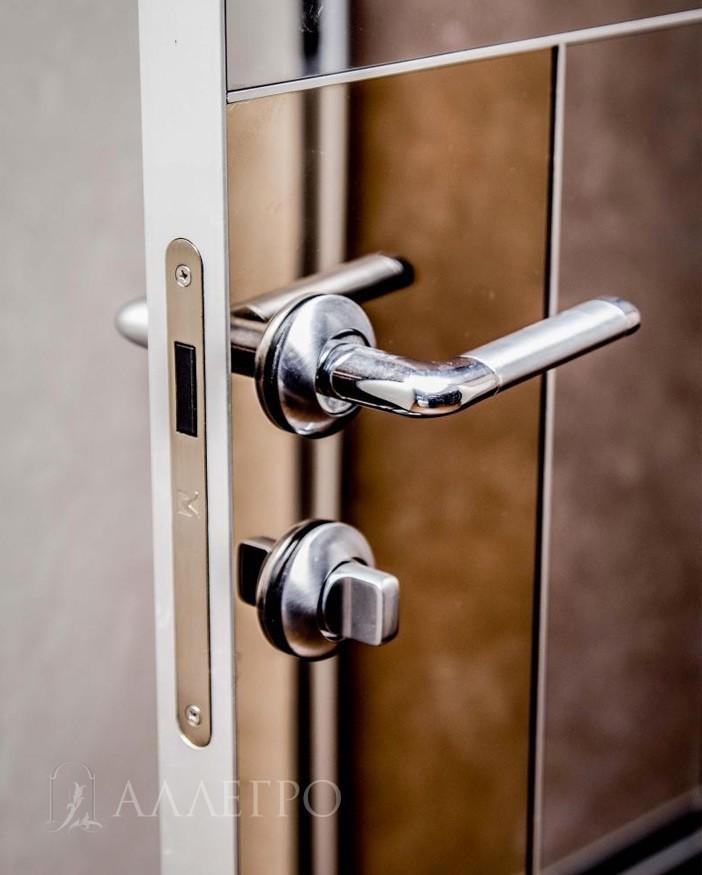 Стильная фурнитура и магнитный замок для скрытой зеркальной двери