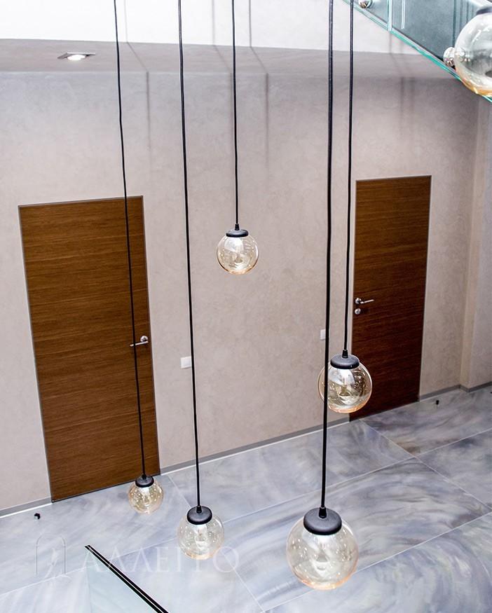 Скрытые двери с алюминиевой коробкой и шпоном цвета орех