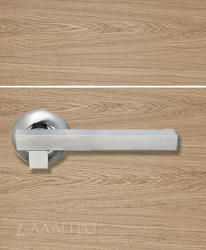 Стильная и удобная дверная ручка Morelli MH 18
