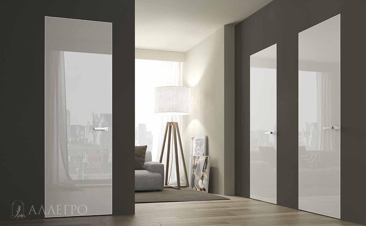 Белые зеркальные двери с глянцем