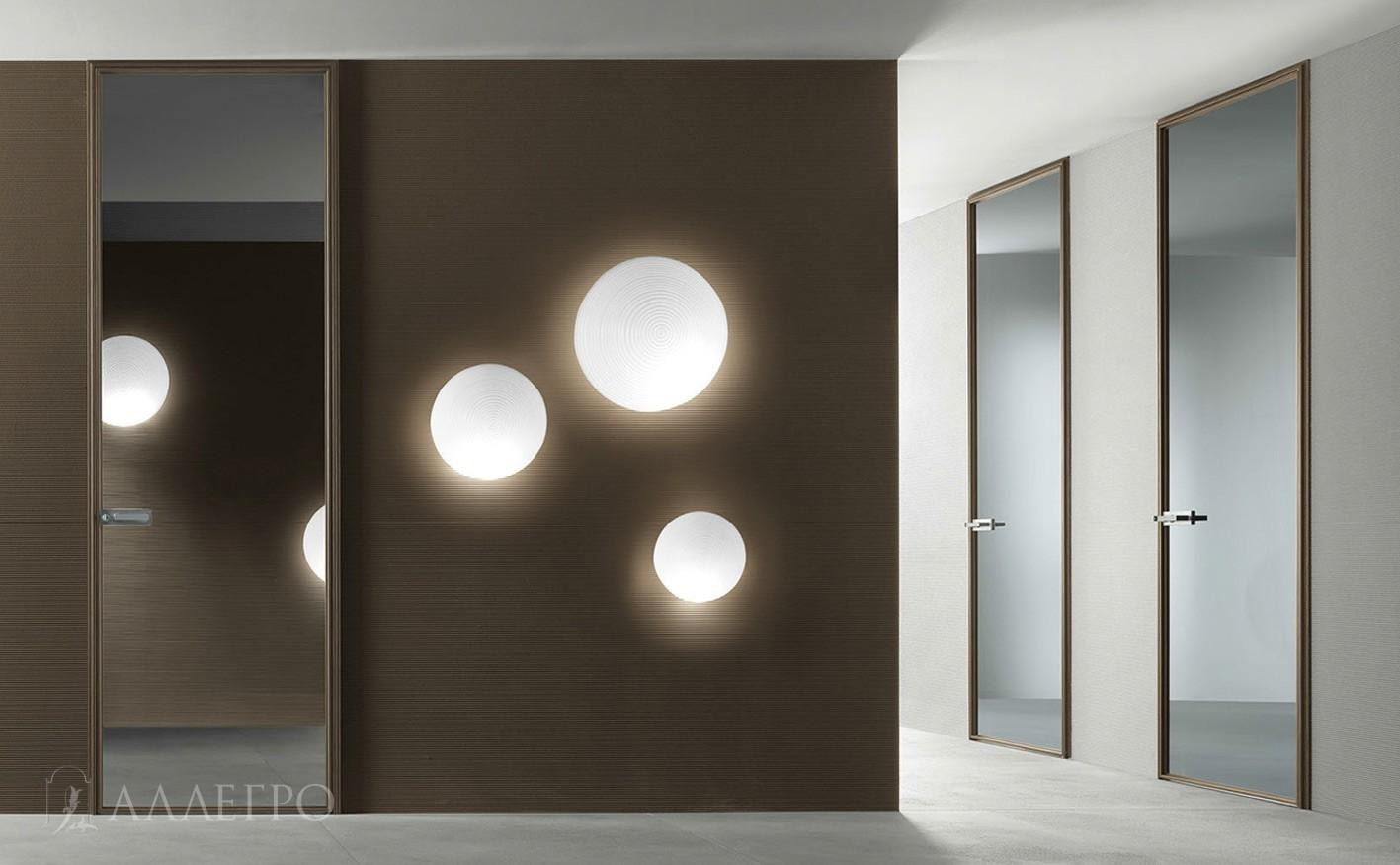 Зеркальные двери гармонично впишутся в любой интерьер