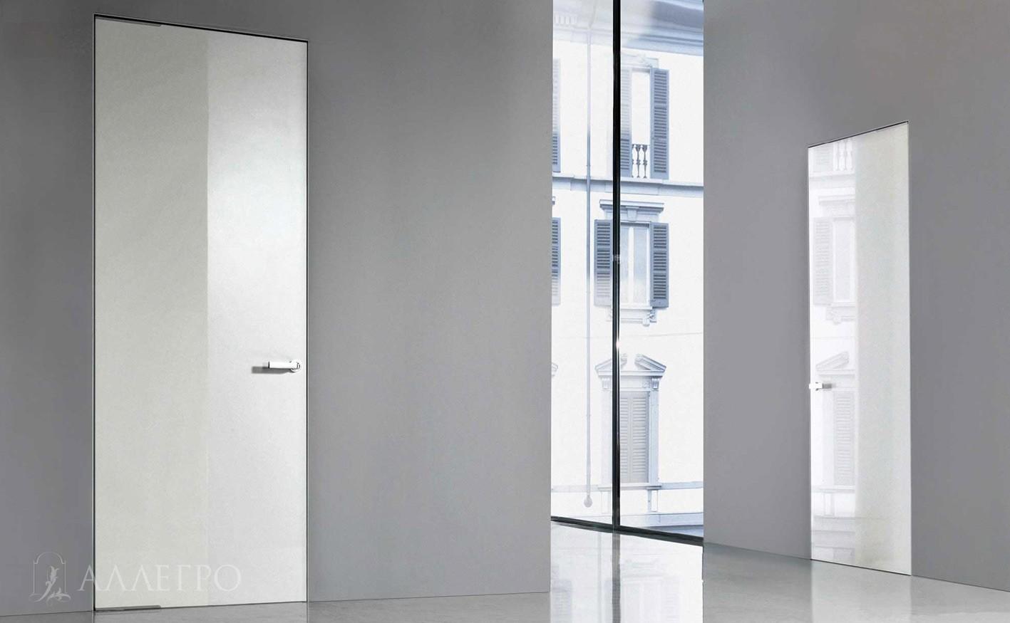Зеркальные двери с белым глянцевым стеклом