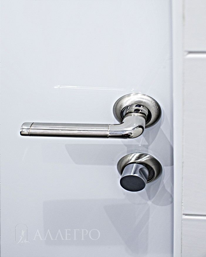 3. Дверная фурнитура - ручка и защелка