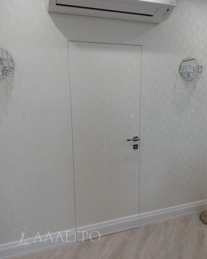 1. Финишный вариант скрытой двери с отделкой под обои