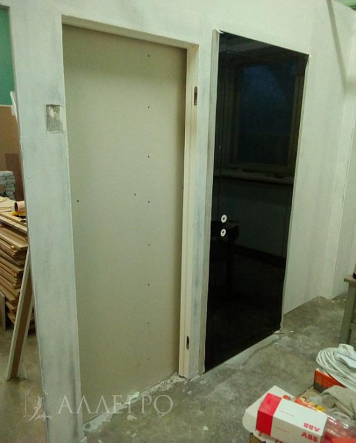 ШАГ5д Для проведения отделочных работ дверное полотно лучше снять