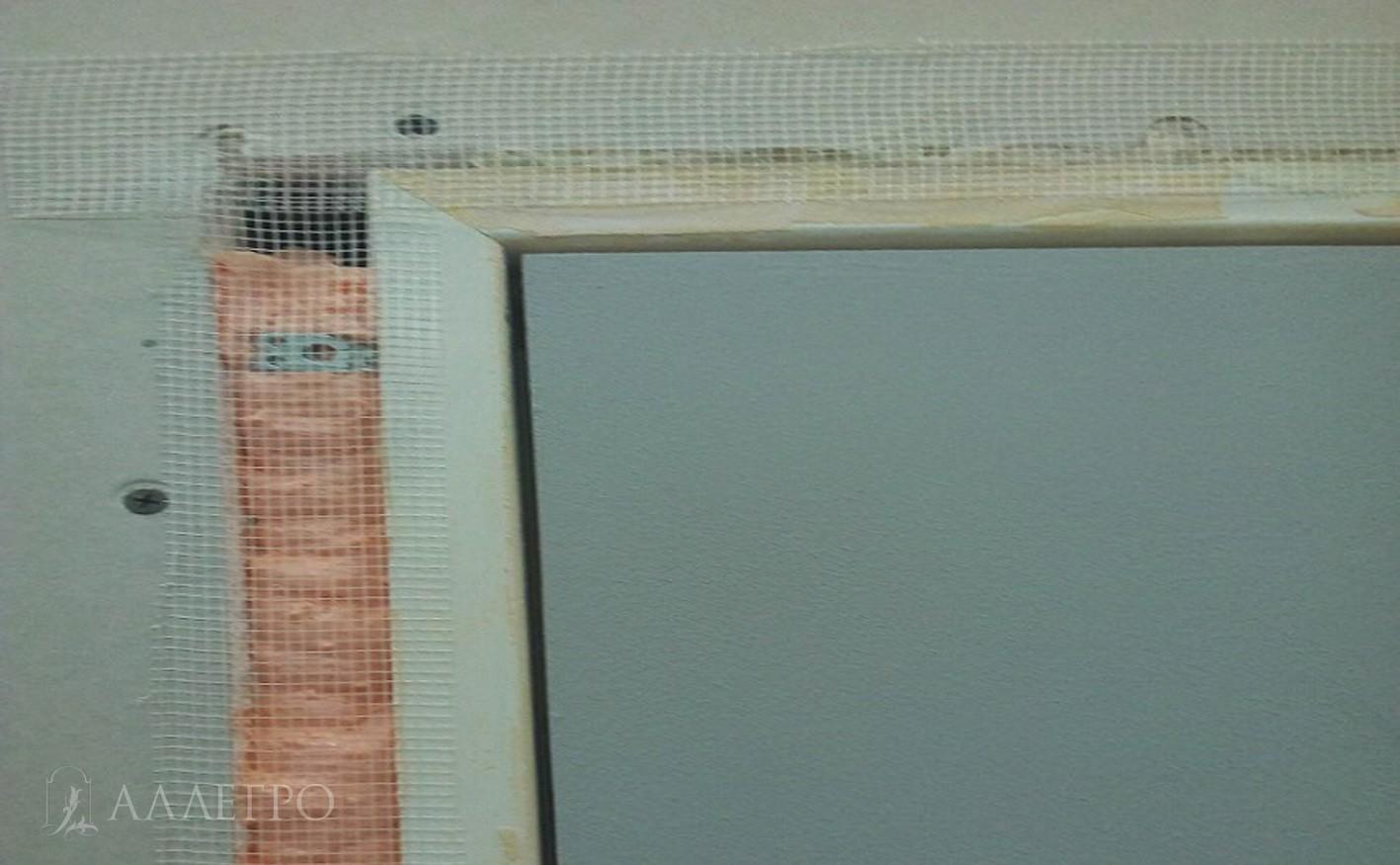 ШАГ3б Наклеиваем серпянку. Она поможет качественно нанести отделочные материалы