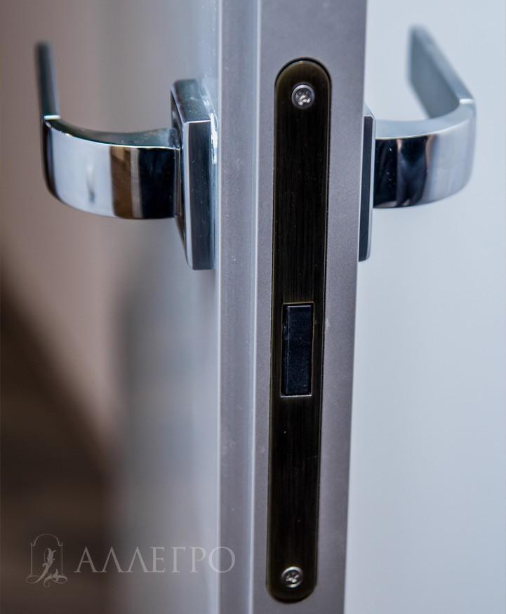 Профиль двери в виде двух ступенек для открывания внутрь - от себя