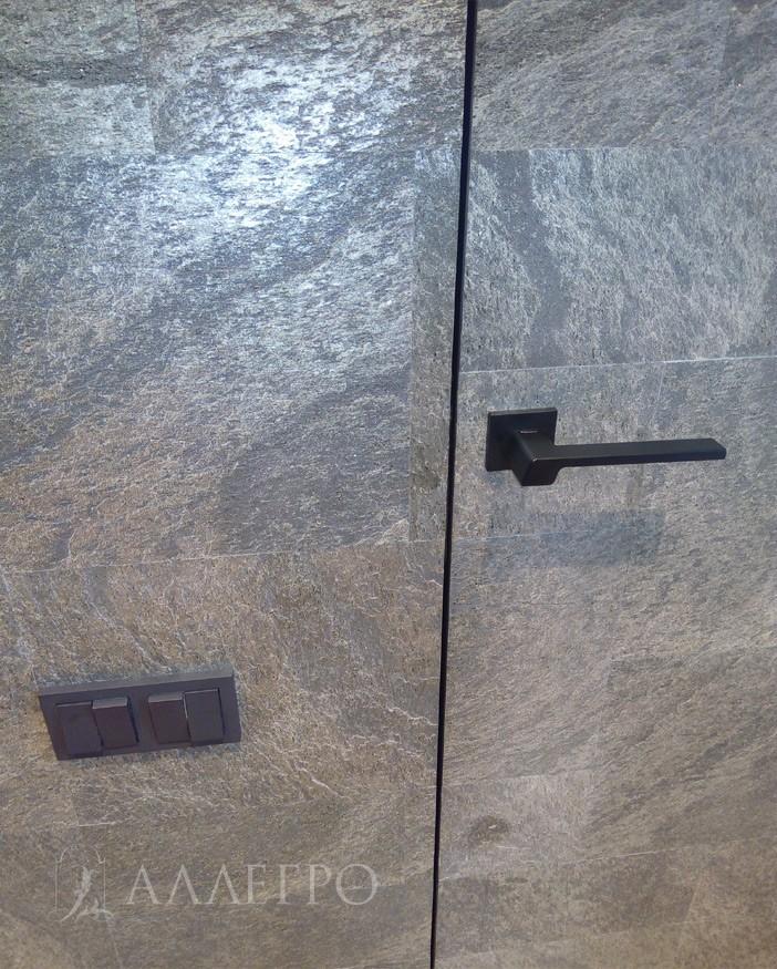 4. Сами стены как и двери оклеены кварцвиниловыми панелями