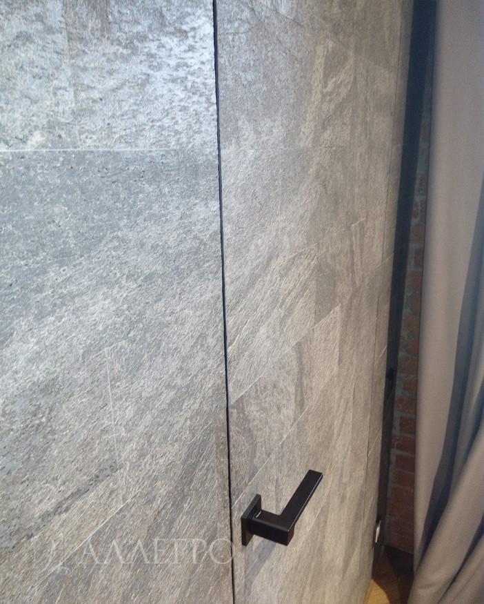 5. Панели на стенах и двери идеально подогнаны друг под друга