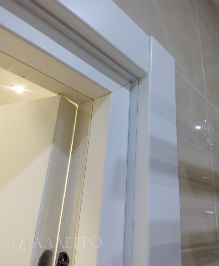 Вид изнутри 1.Прямые наличники аккуратно устанавливаются в дверную коробку без гвоздей